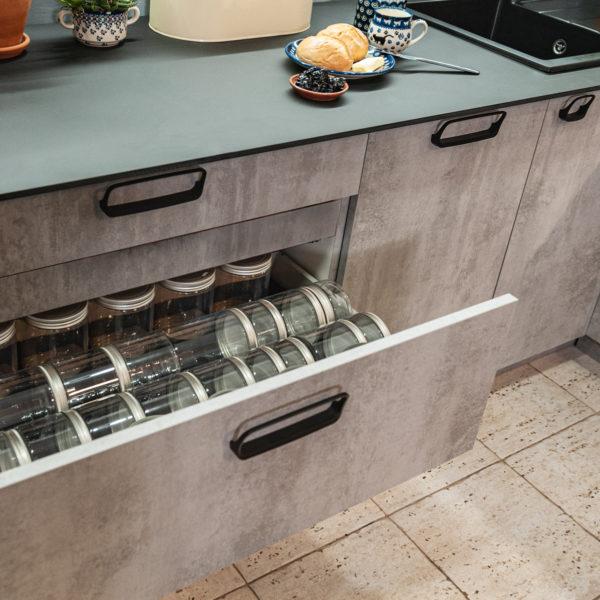 Cleaf Ares i cienki blat kompaktowy Forner - kuchnia w programie remont w 48h