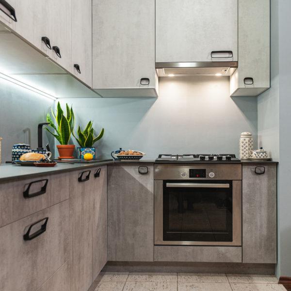 płyty Ares o strukturze i rysunku betonu zastosowane w kuchni