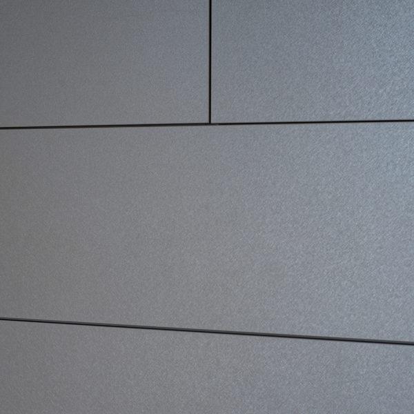 Metaliczna szafa - płyta meblowa z powierzchnią szczotkowanego aluminium - Cleaf Idea FB82 Tellurio