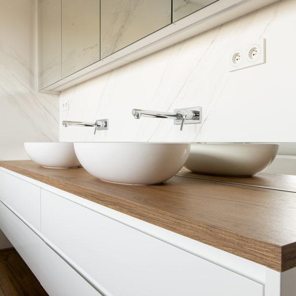 meble do łazienki - blat z płyty meblarskiej Sable LR34 o rysunku i strukturze drewna od Forner