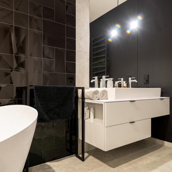 biały cienki blat kompaktowy Z108 w łazience