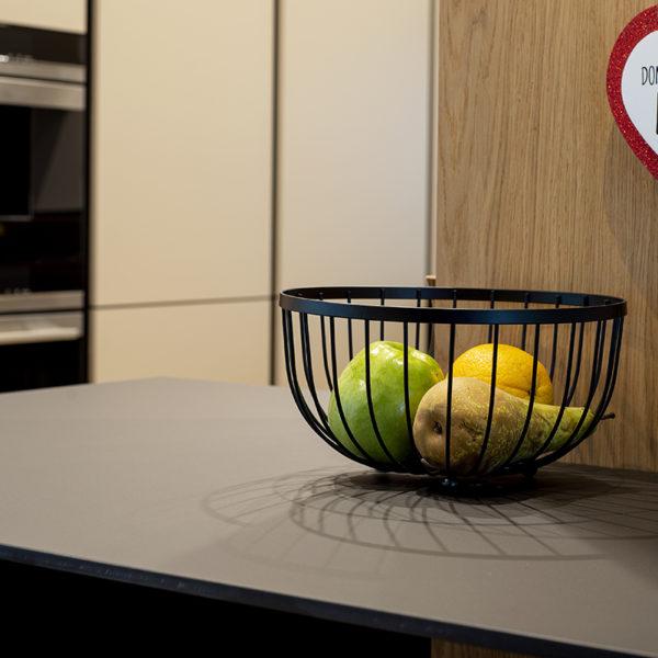 kuchnia z cienkim blatem kompaktowym - czarny mat Z105