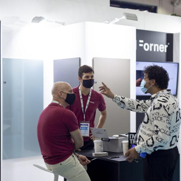 połyskowe i matowe płyty meblowe Forner na Index Dubai 2021