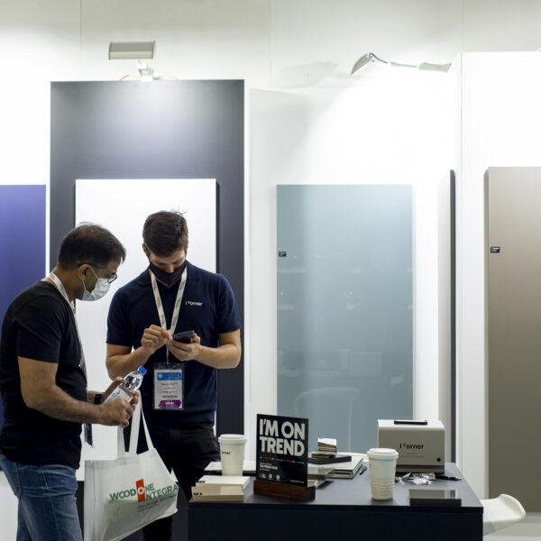 ekspozycja superpołyskowych i supermatowych płyt meblowych Forner na Index Dubai 2021