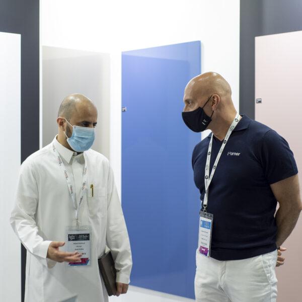 stoisko z płytami meblowymi Forner na Index Dubai 2021