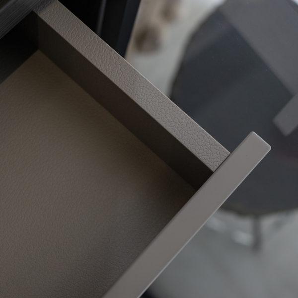 dno szuflady o fakturze skóry oraz dopasowane strukturalnie obrzeże - płyta Forner Primofiore UA94 Visione