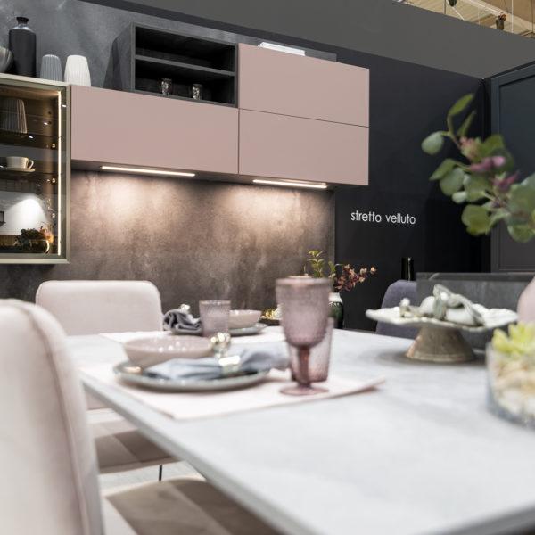 kuchnia w pudrowym różu - fronty meblowe z płyty meblowej Forner ultramat Velvet 5987 Różowy